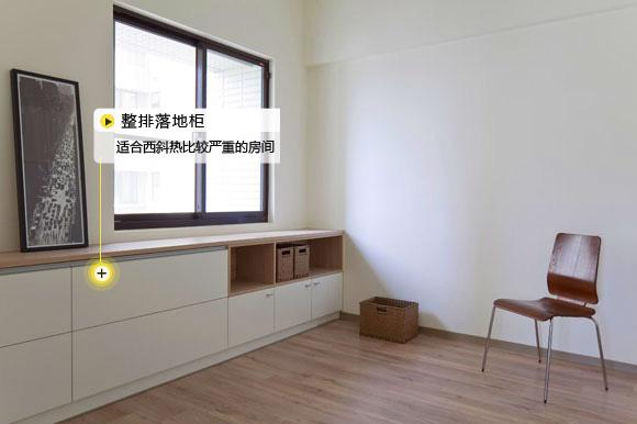 家的户型没有先天的飘窗优势,小编不妨教您3招,不错失美景的同时比飘窗更实用。 不是所有的卧室都有一个浪漫的飘窗,大多数的卧室只能拥有一个平凡的窗台,对于小户型来说,一般卧室窗台是最原始的模样,或者加上遮光窗帘。如果您家还缺一个书房、书柜、储物空间、观景台的话,可以考虑一下窗台改造,还是很符合小户型的需求的噢。 第一难题:窗台较大,占据半面墙  解决办法:书桌设计  前提条件:窗台高度60~80公分之间 最大亮点:卧室+书房多功能设计 窗台过宽,占据了半面墙壁,卧