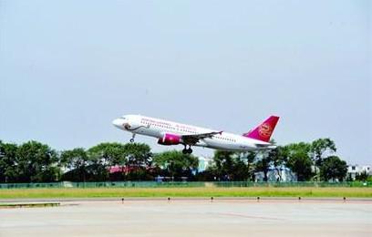 2010年11月18日晚11时,随着北京飞青岛的ca1525次航班平稳降落,青岛