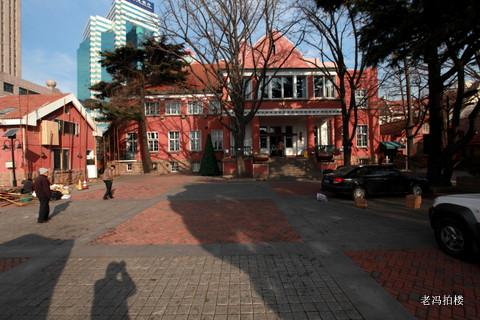据史料记载,青岛国际俱乐部旧址,位于山东省青岛市市南区中山路最南端
