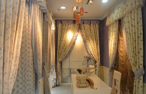例如强调欧式或者美式风格的窗帘