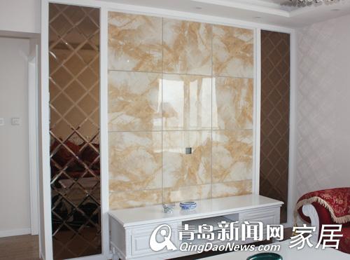 电视墙采用茶色玻璃与大理石相结合的方式使整个客厅